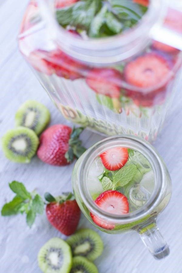 recette-eau-aromatisee-fraise-menthe-kiwi